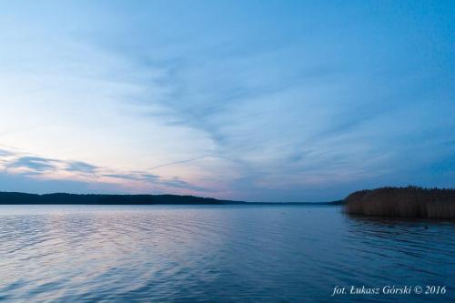 Zmierzch na jeziorem #zmierzch #jezioro #chmury #Chojnice