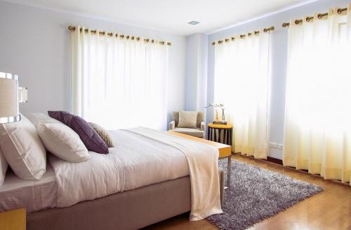 podłoga drewniana w sypialni